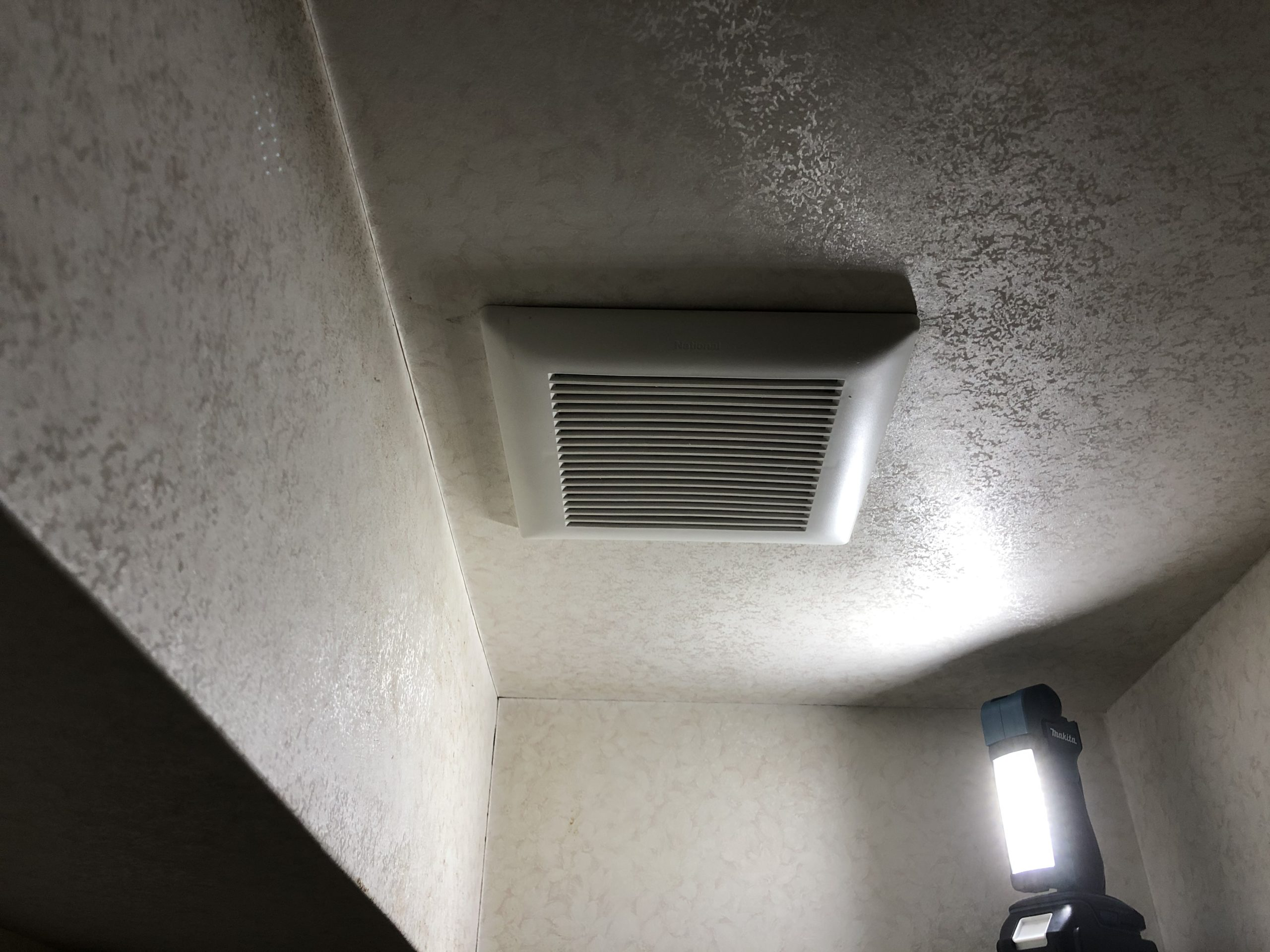 阿倍野区 トイレ内換気扇交換前