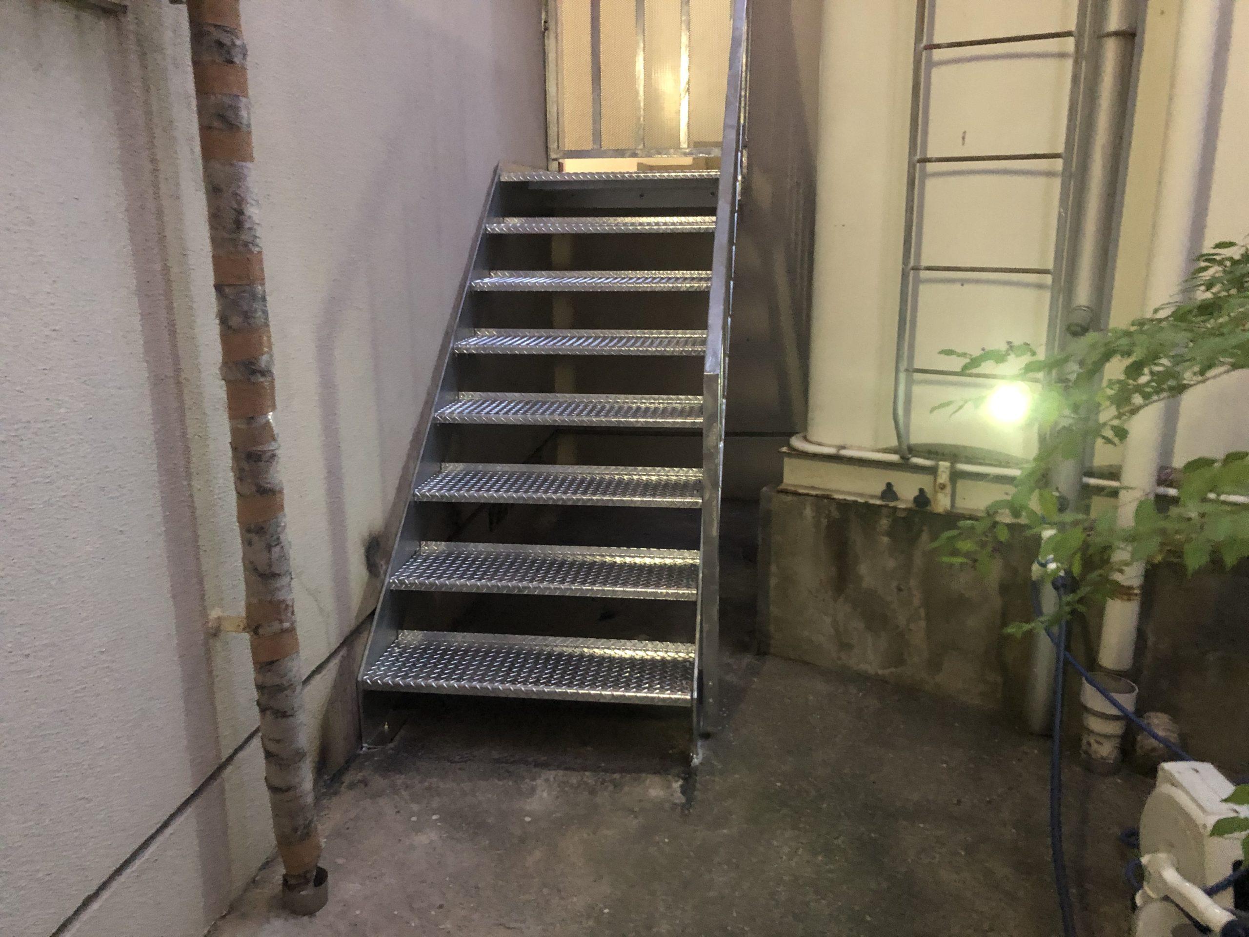 天王寺区 施工後外階段①