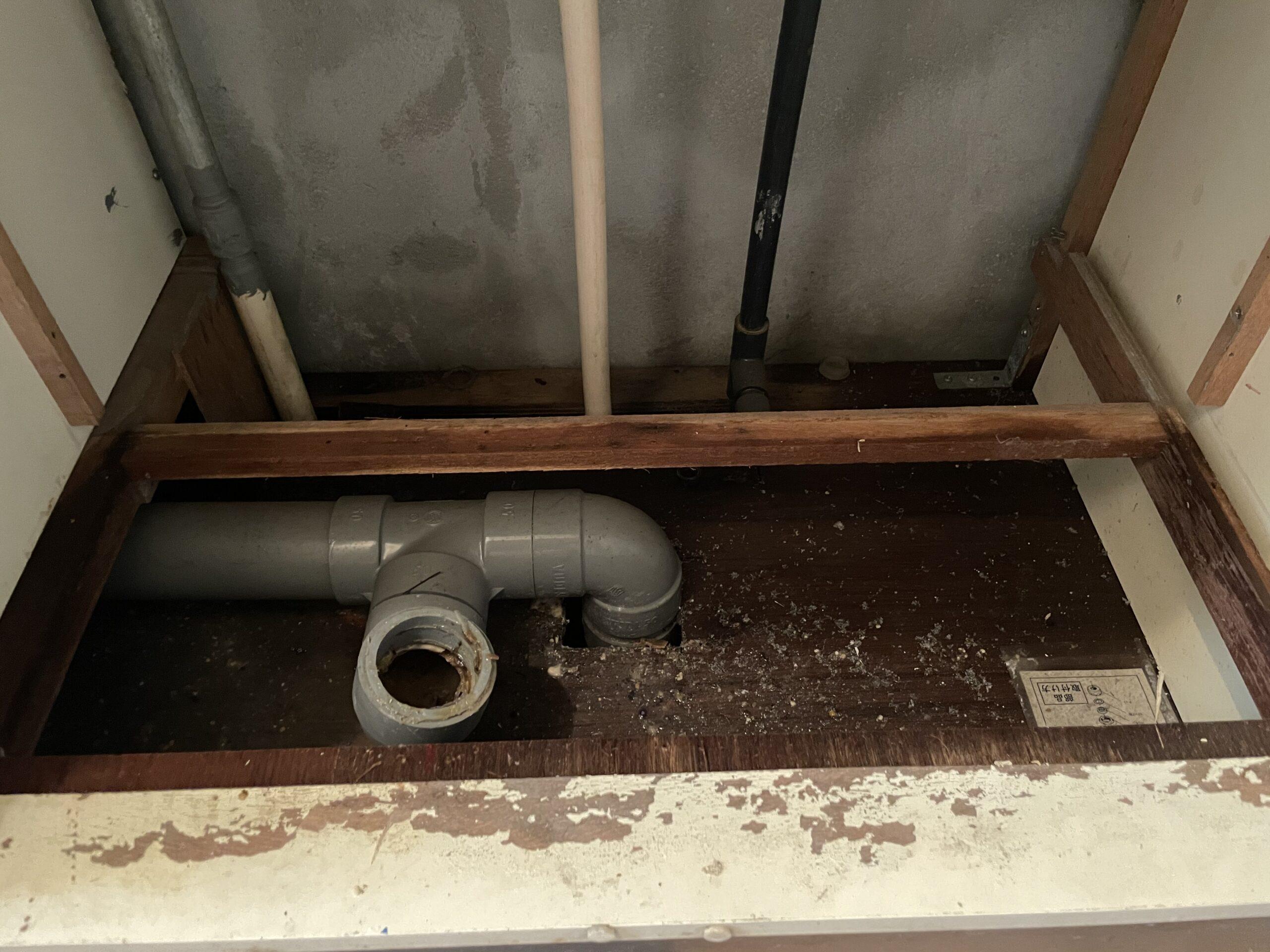 阿倍野区 キッチン排水水漏れ 施工前②