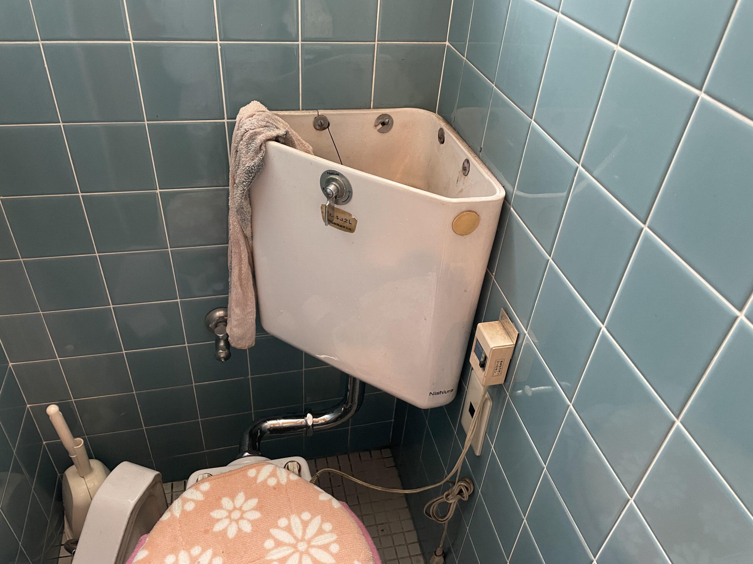 阿倍野区 トイレタンク 施工前①